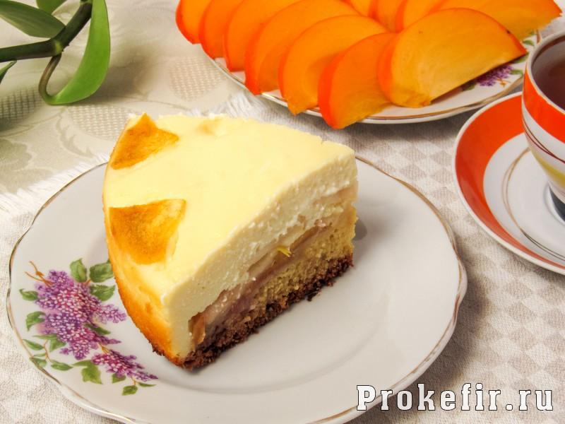 Пирог с хурмой и яблоками на кефире