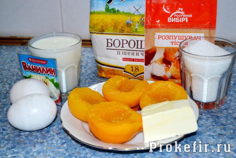 Пирог с консервированными персиками на кефире пушистик: фото 1