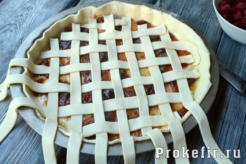 Пирог с вишней из слоеного теста в духовке: фото 6