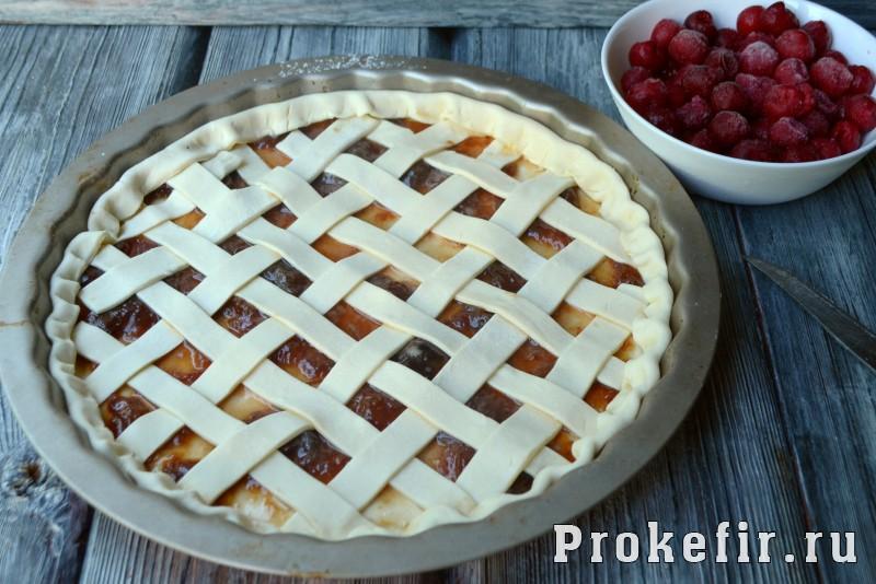 Пирог с вишней из слоеного теста в духовке: фото 7