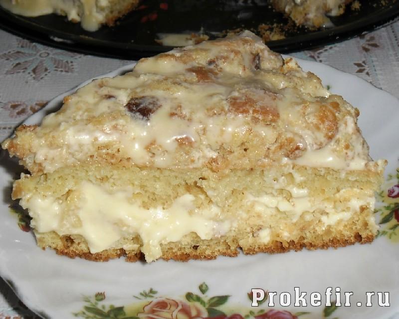 Кусочек простого торта на кефире
