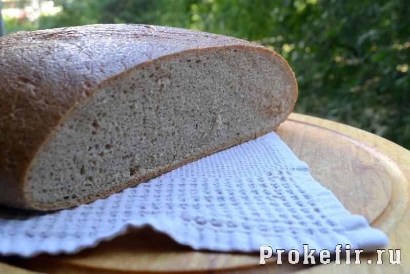 Пшенычно ржаной хлеб с паприкой и горчицей на кефире