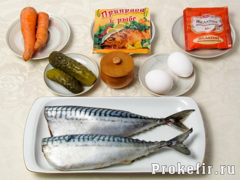 Рулет из скумбрии с желатином и яйцом с морковью и огурцом: фото 1