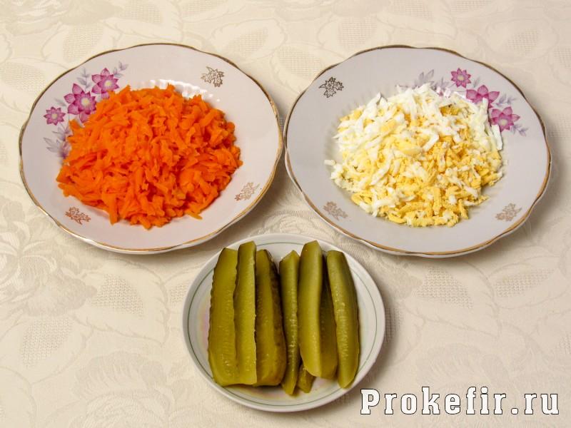 Рулет из скумбрии с желатином и яйцом с морковью и огурцом: фото 2