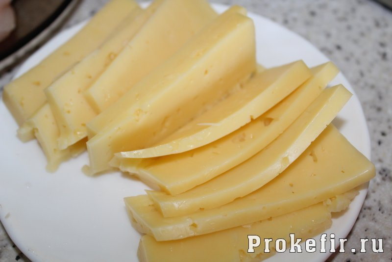 Рулетики из кабачков с куриной грудкой запеченные в духовке с сыром: фото 5