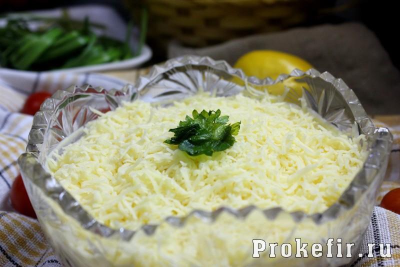 Салат мимоза рецепт с консервой и сыром с кефирным соусом: фото 15