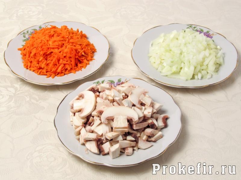 Салат обжорка с курицей и грибами с легким кефирным соусом: фото 2