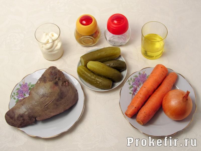 Салат обжорка с печенью и солеными огурцами слоями: фото 1