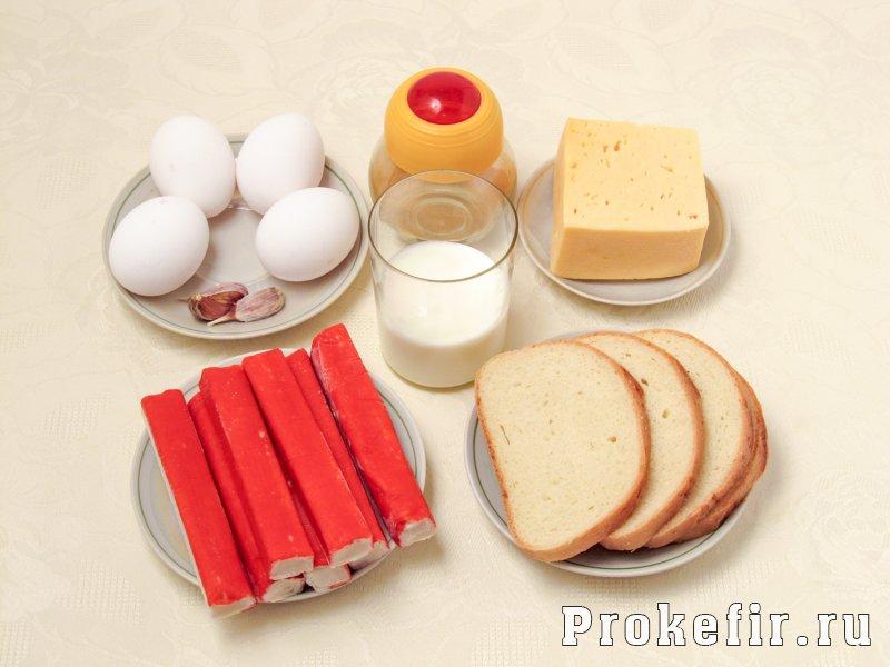 Салат с крабовыми палочками с сухариками и сыром: фото 1