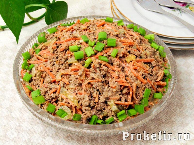 Салат с печенью говяжьей и морковью по корейски и солеными огурцами