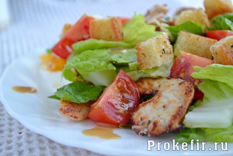 Салат с пекинской капустой и куриной грудкой цезар: фото 8