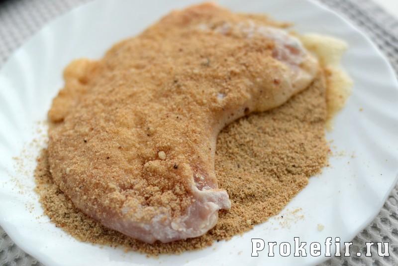 Шницель из куриной грудки в панировке из сухарей в кефирном маринаде: фото 5