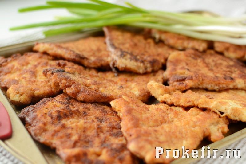 Шныцел из куриной грудки в паныровке из сухарей в кефирном маринаде: фото 8