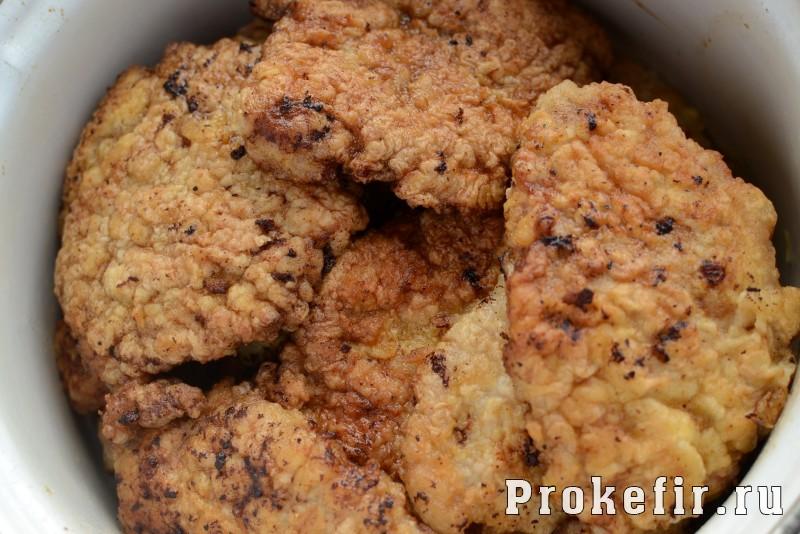 Шницель из свиныны на сковороде без панировки в мягкой кефирной обвалке: фото 7