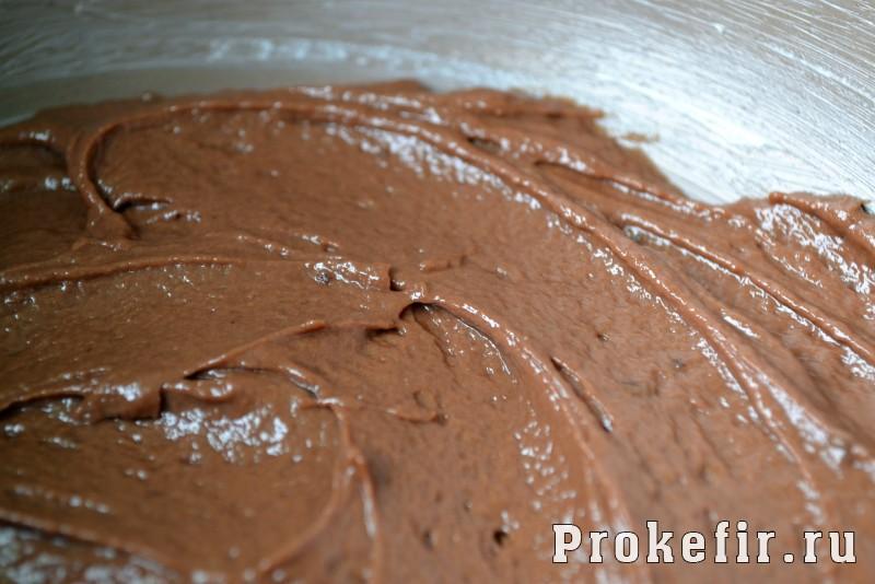 Шоколадный брауны с творогом и вишней на кефире: фото 4