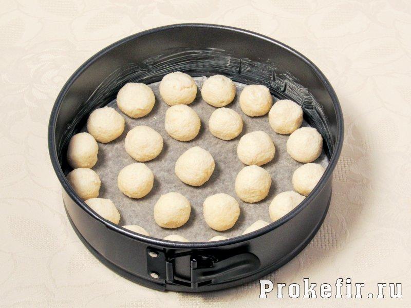 Шоколадный пирог с творожными шариками: фото 6