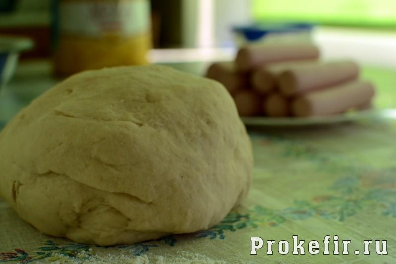 Сосиски в тесте в духовке из дрожжевого теста без яиц на кефире: фото 3