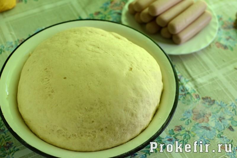 Сосиски в тесте в духовке из дрожжевого теста без яиц на кефире: фото 4