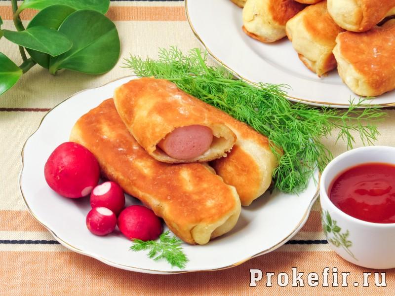 Сосиски в тесте жареные на сковороде без дрожжей на кефире