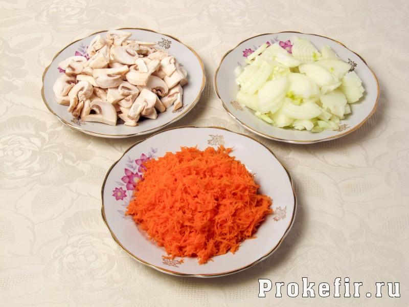 Теплый салат с куриной печеню и грибами с овощами и кефирным соусом: фото 3