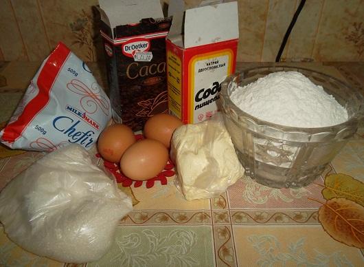 Продукты для торта на кефире и какао с орехами и кремом