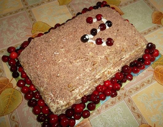 Торт на кефире с какао, орехами и сметанным кремом