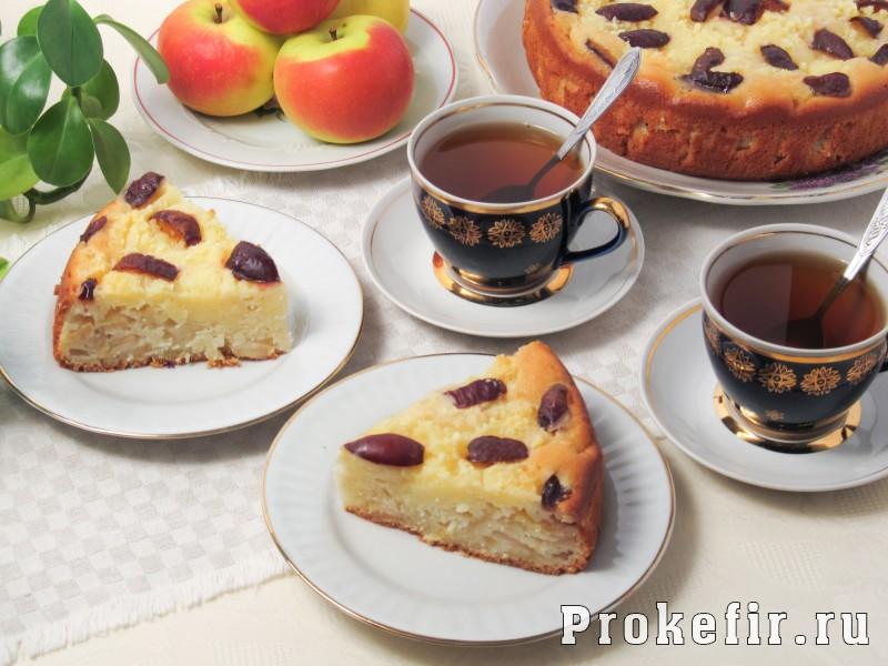 Творожный пирог со сливами и яблоками на кефире: фото 10