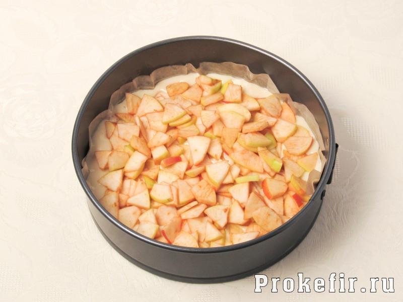 Творожный пирог со сливами и яблоками на кефире: фото 7