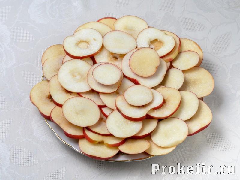 Яблоки в тесте на кефире: фото 2