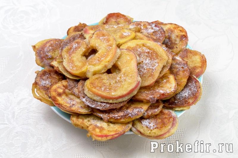 Яблоки в тесте на кефире