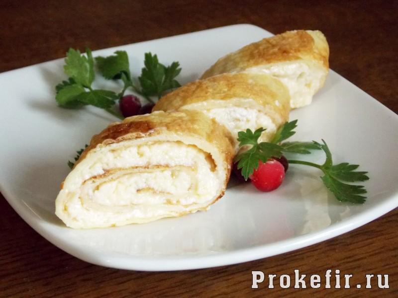 Рецепт яичных рулетиков с сыром и чесноком