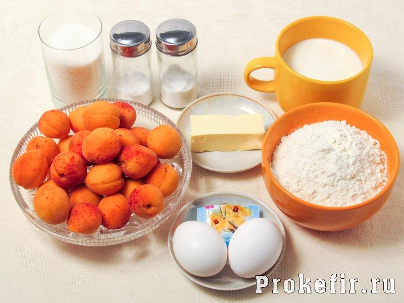 Заливной пирог с абрикосами на кефире: фото 1