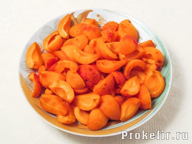 Заливной пирог с абрикосами на кефире: фото 2