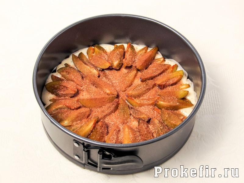 Заливной пирог со сливами на кефире: фото 6