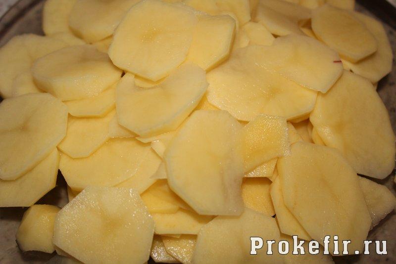Запеканка с кабачками и фаршем и картофелем в духовке в кефирном соусе: фото 2