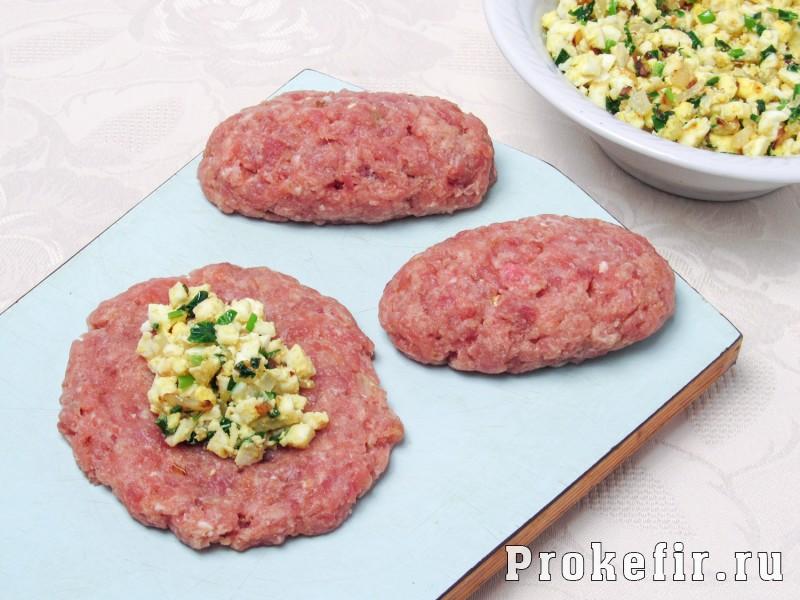 Зразы мясные с яйцом в духовке с подливкой: фото 4